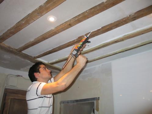 Isolation entre poutre plafond