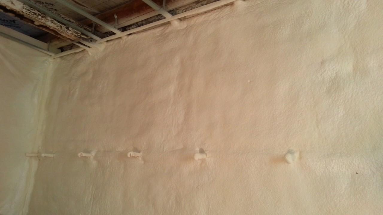 Mousse isolante mur