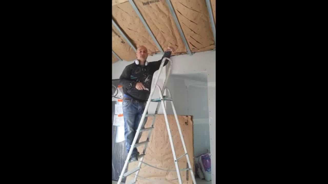 Comment mettre laine de verre au plafond