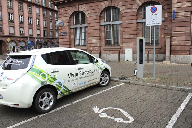 Borne recharge voiture électrique norme